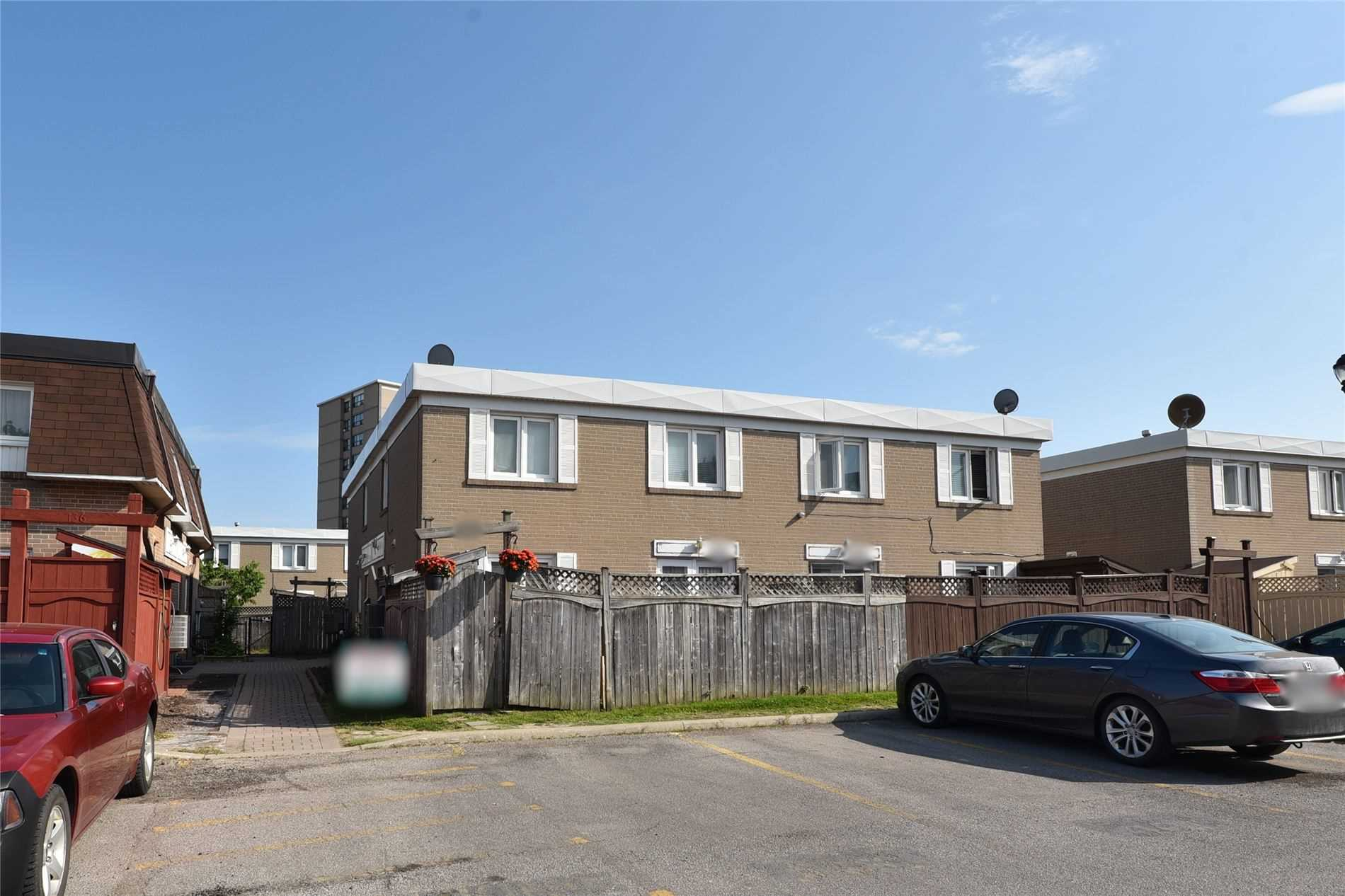 128 Townhouse Cres