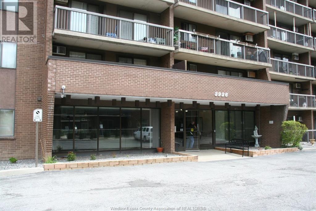 3936 Wyandotte Street East Unit# 412