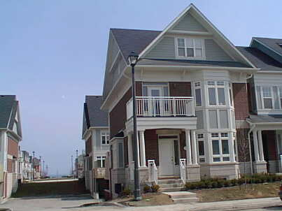 th 19 - 160 St Lawrence Dr