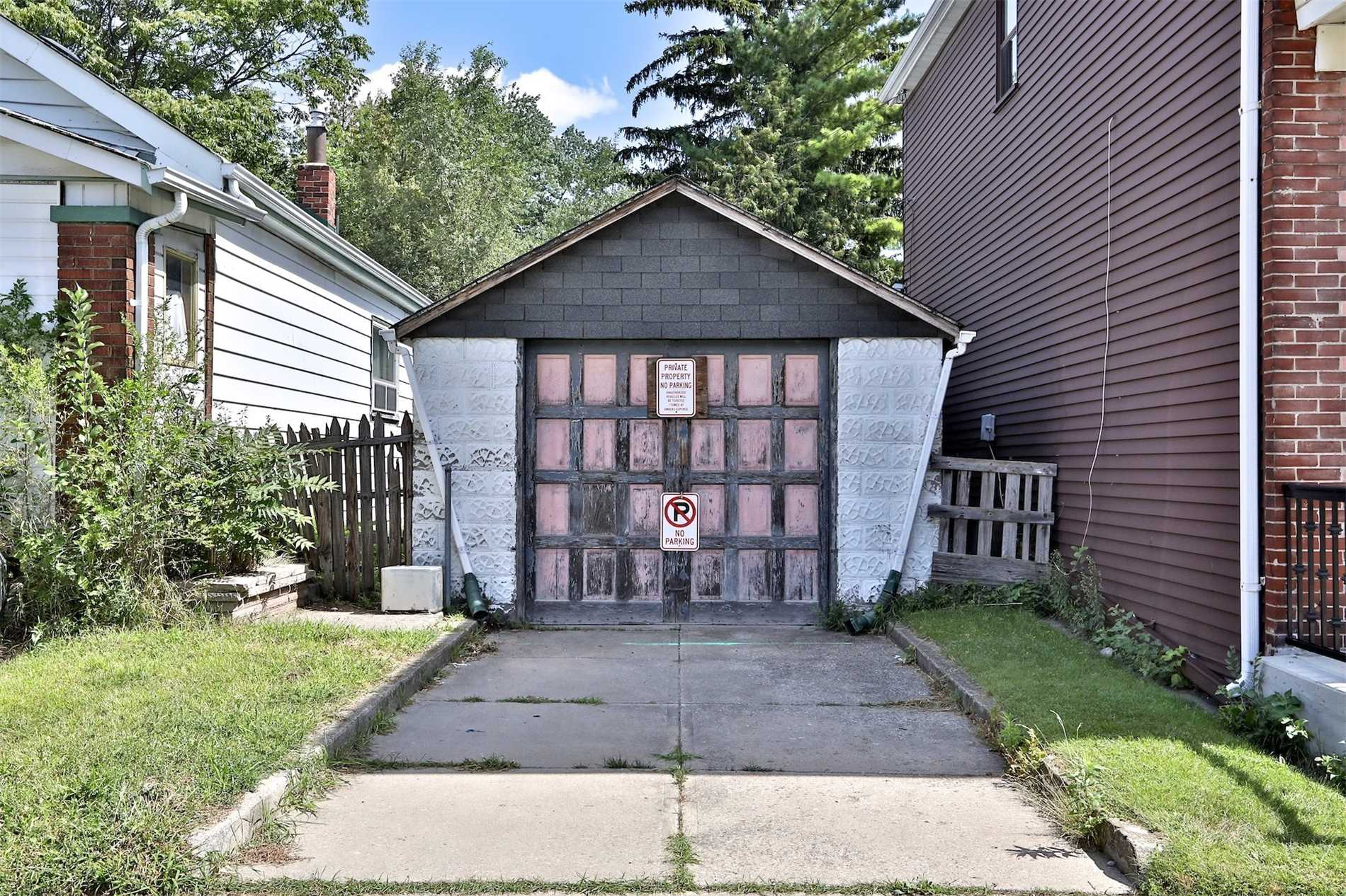 951b Greenwood Ave