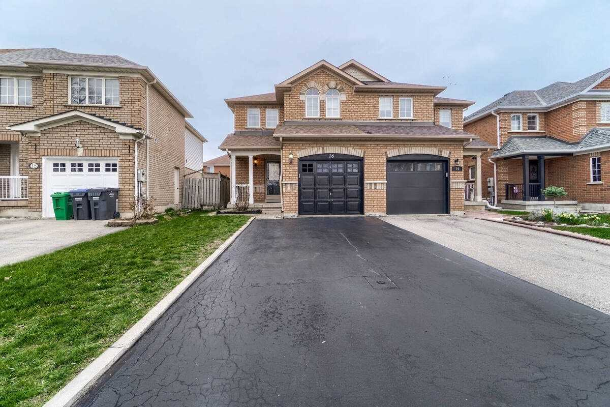 16 Twin Pines Cres